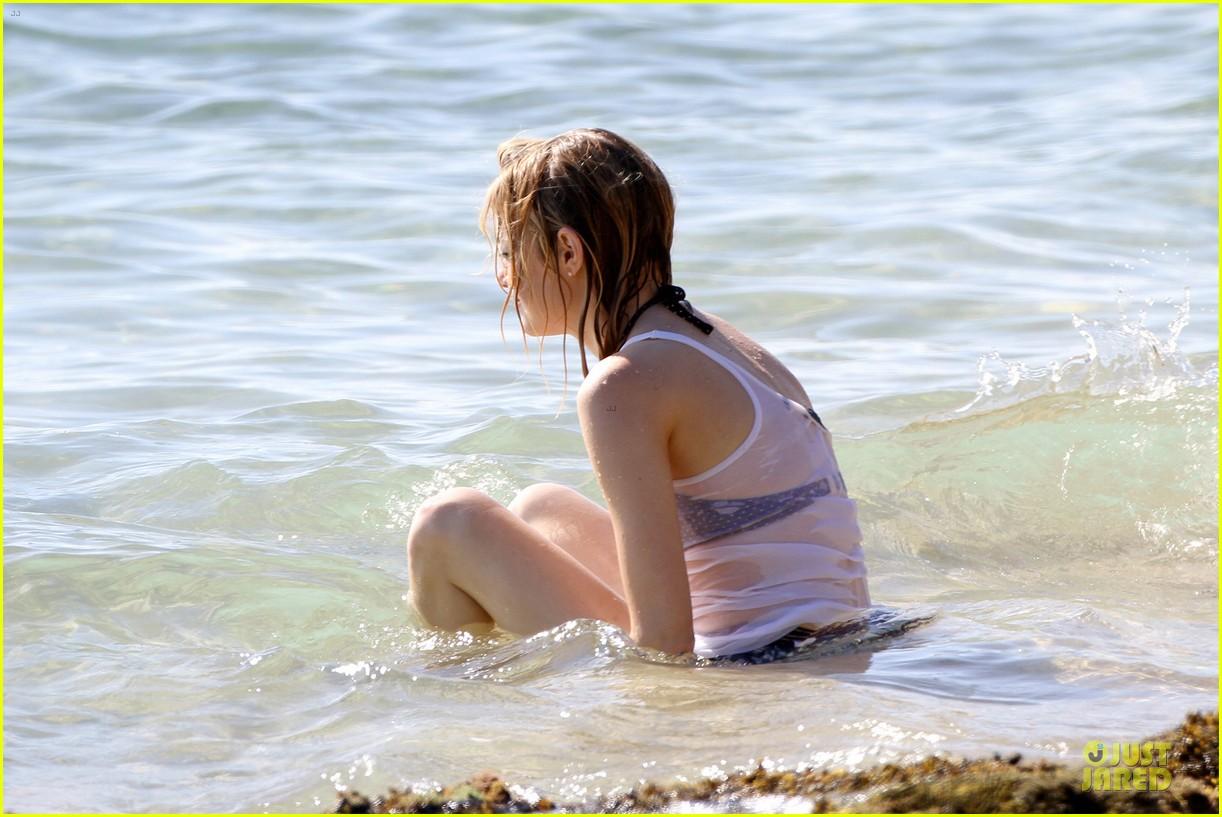 emma-stone-hawaiian-paddle-boarding-babe-08